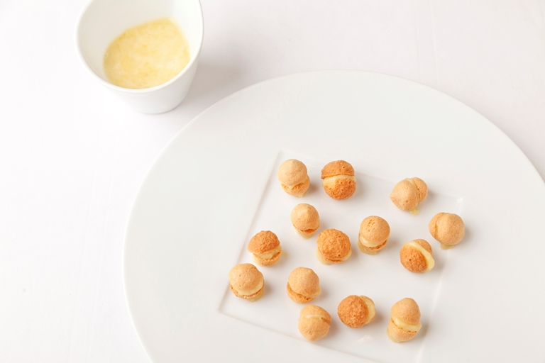 Honey macaroons with special French cream