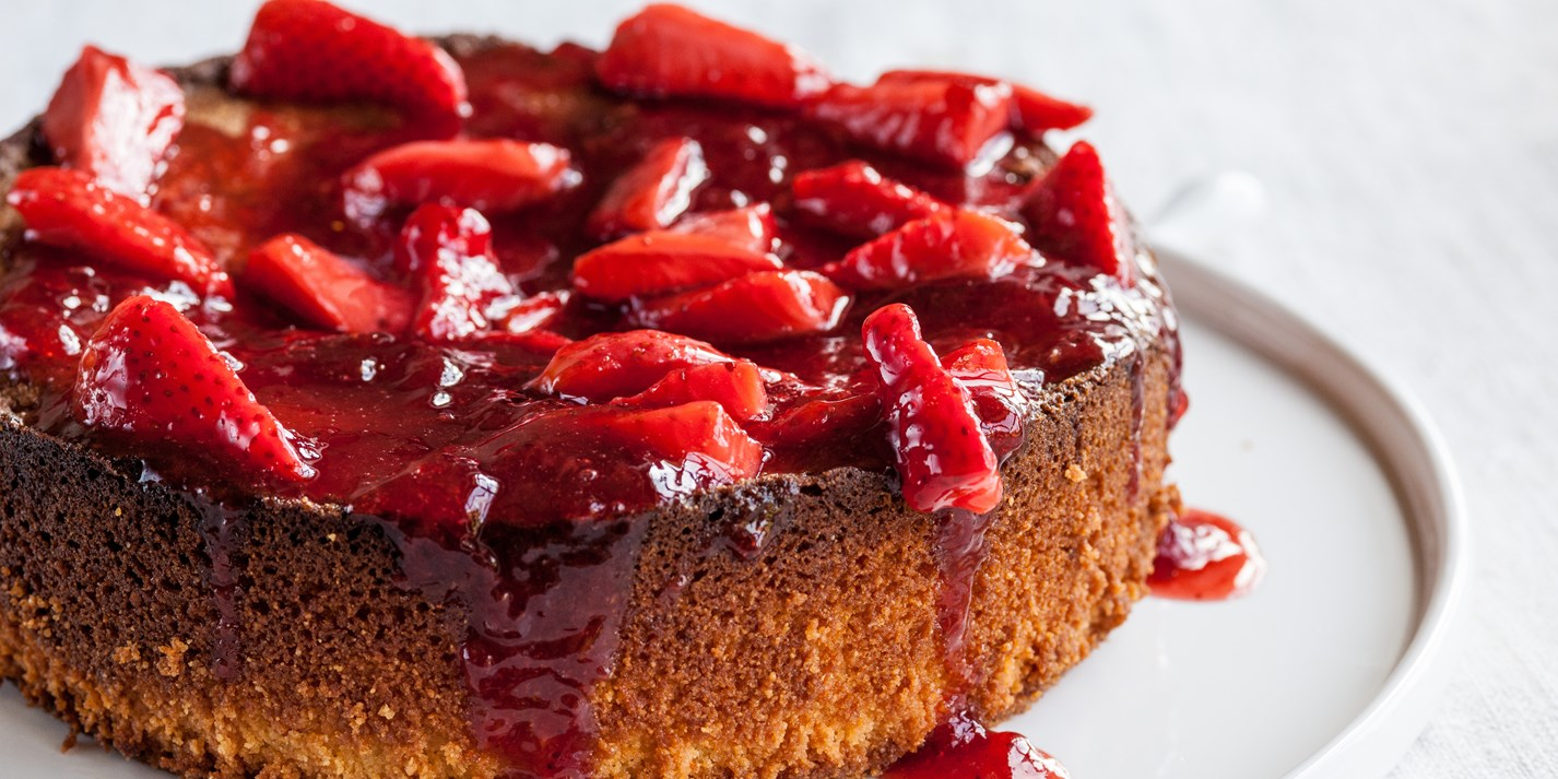 Strawberry and lemon flourless cake