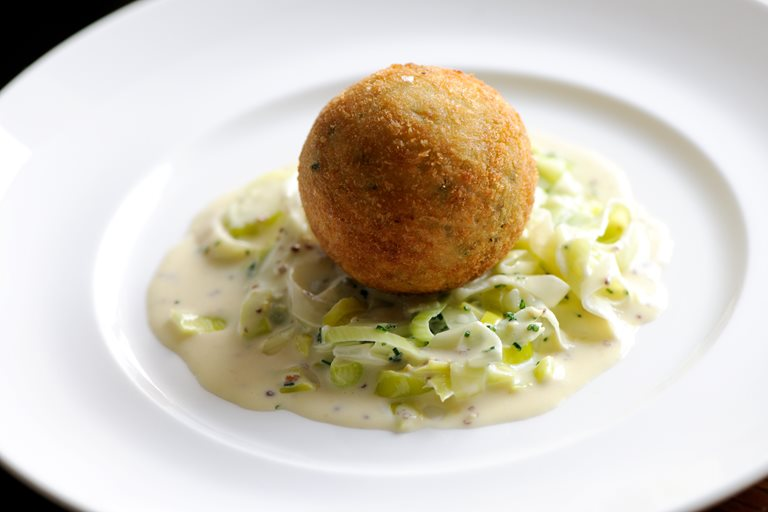Smoked Haddock Fish Cake Recipe & Creamed Leeks - Great ...