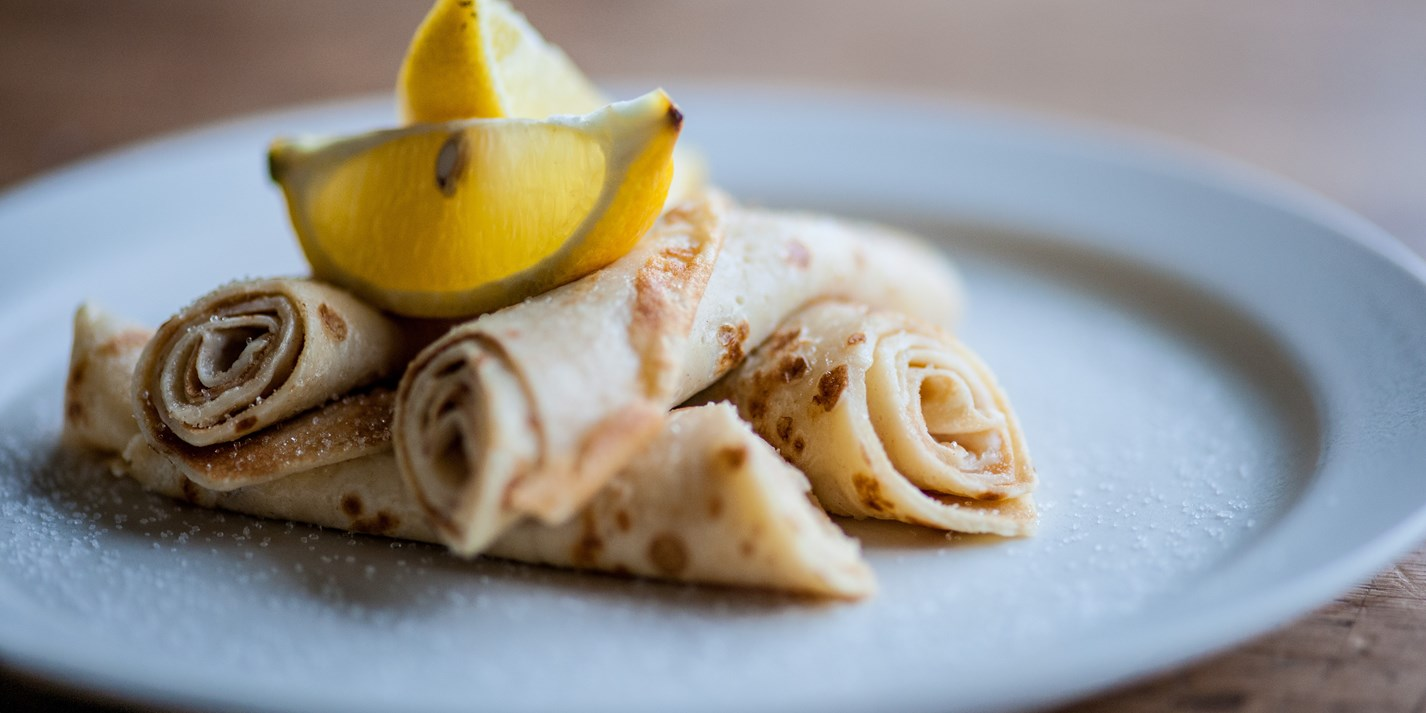 Pancakes with sugar and lemon