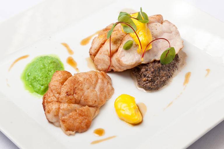 Spiced sweetbreads with fennel and mushroom duxelles, pea purée and hollandaise