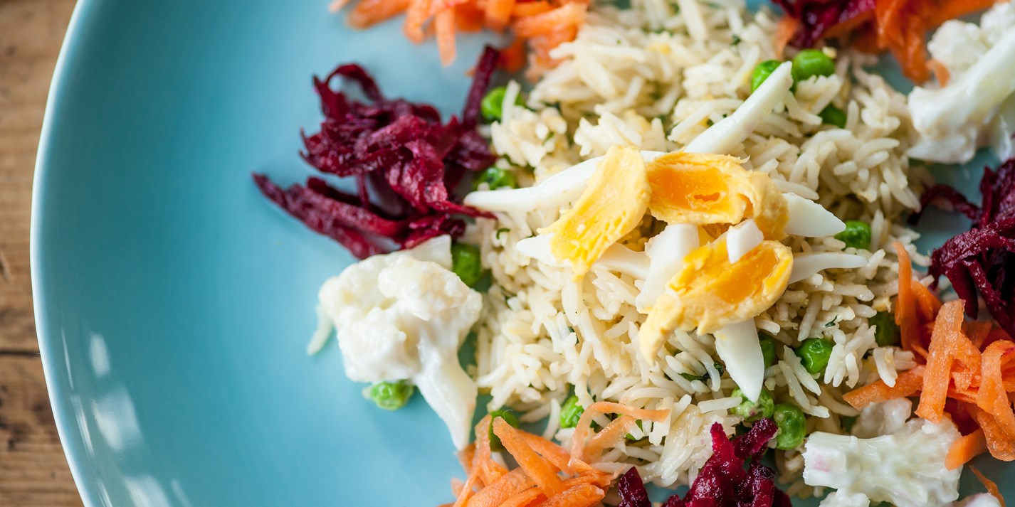 Stir-fried rice with egg, peas and grated raw vegetables