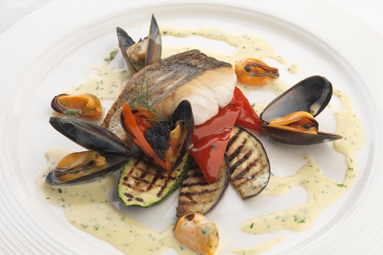 Fillet of hake with mussels and parsley cream sauce