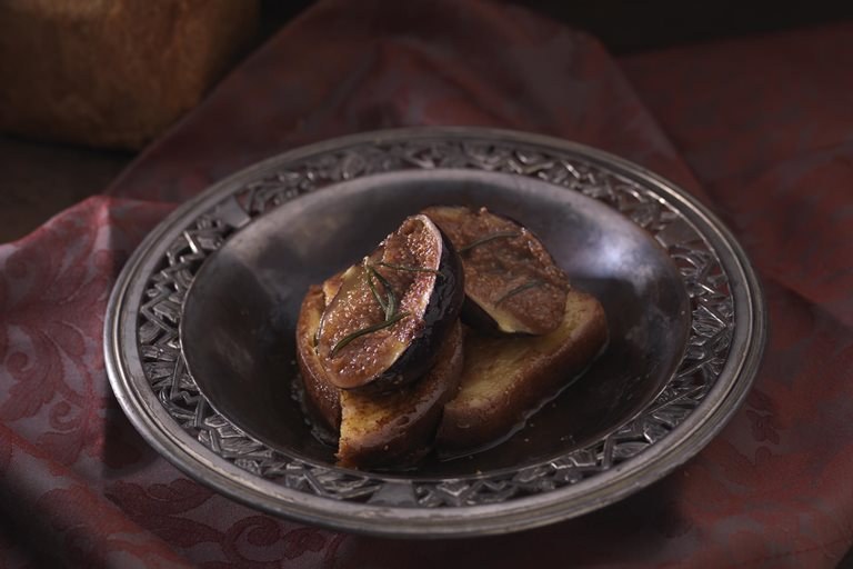 Roasted figs with spiced bread