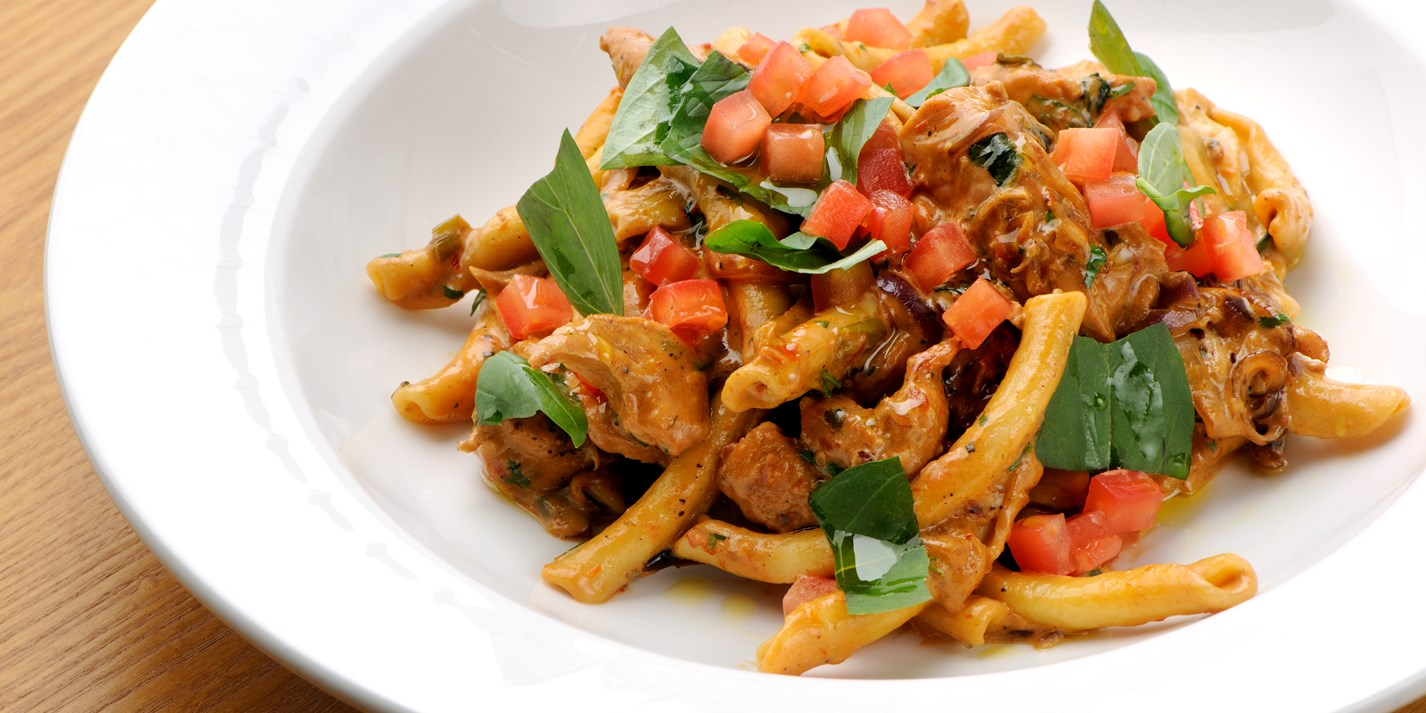 Chilli chicken pasta with red pesto sauce