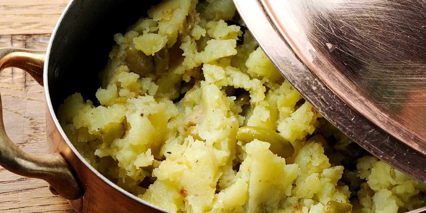Crushed potato with green olives