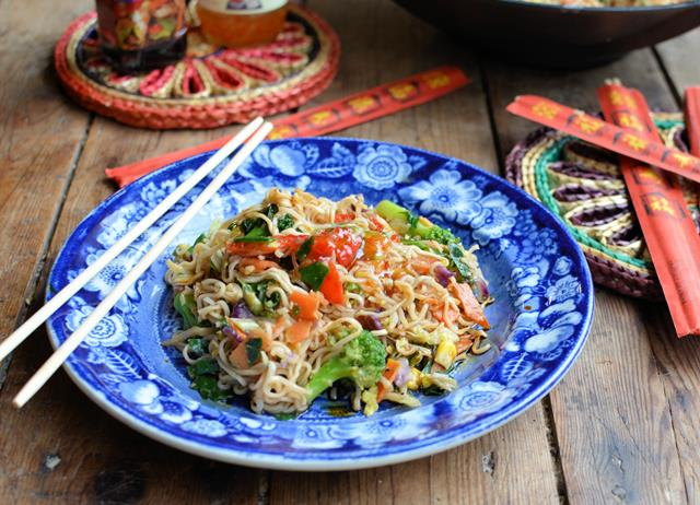Low-calorie Singapore noodles