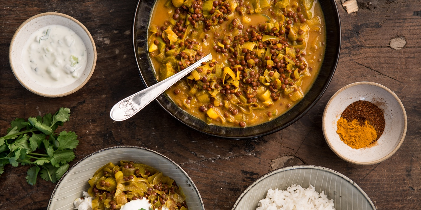 Rhubarb and lentil curry