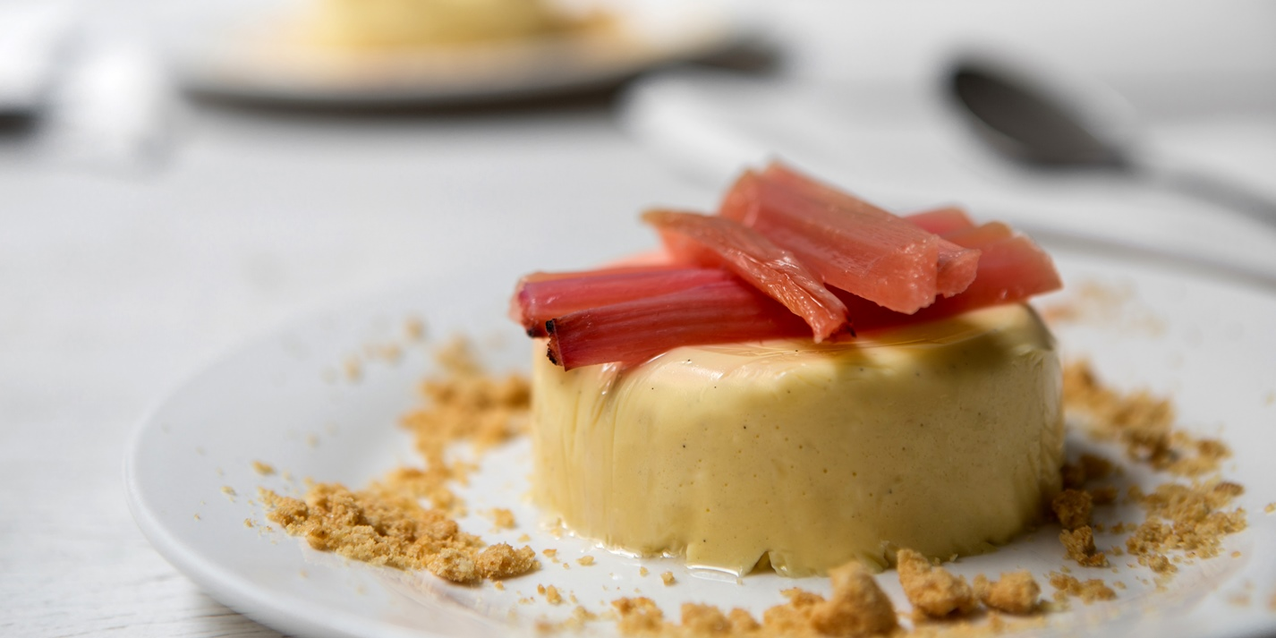 Rhubarb and custard panna cotta