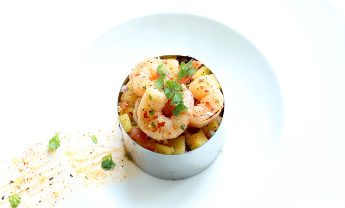 Prawns and salsa in pastry ring