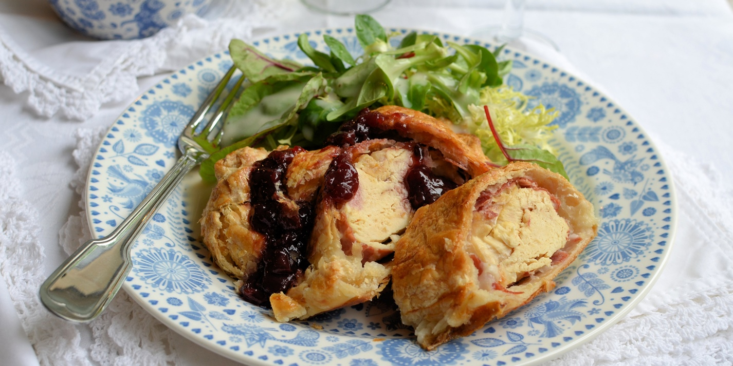 Chicken wellington with cherry sauce