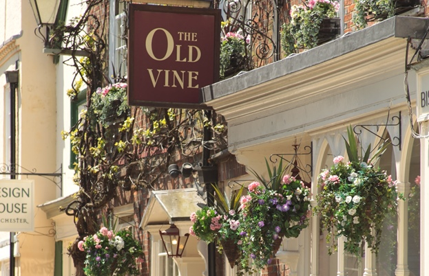Old Vine pub and restaurant on Great Minster Street