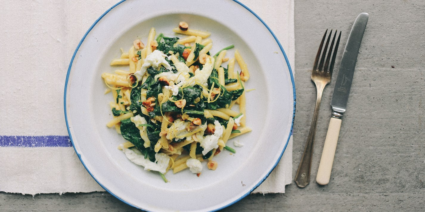 Spinach, lemon and garlic penne rigate with torn burrata