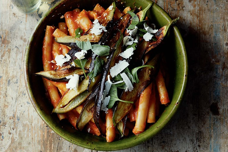 Pasta with aubergines and tomatoes recipe