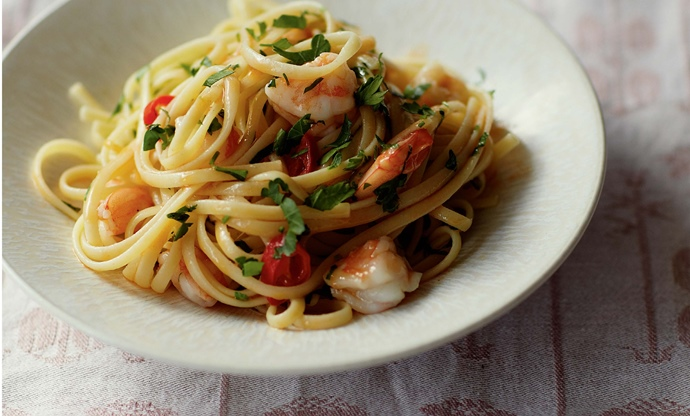 Linguine with prawns, lemon and parsley