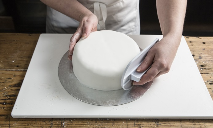 Run the icing smoother around the sides of the cake