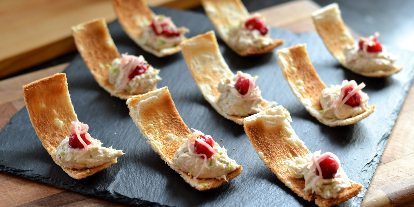Smoked mackerel pâté with cranberry, lime and ginger on Melba toasts