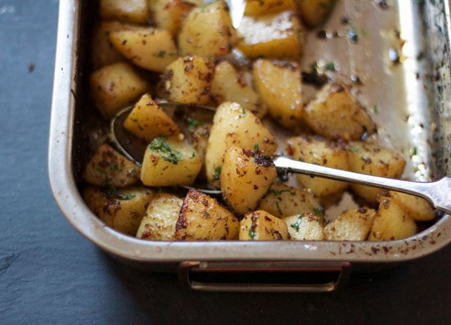 Spiced roast potatoes with coriander, cumin and black pepper