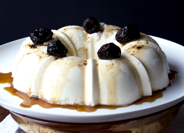 Coconut pudding with prune sauce