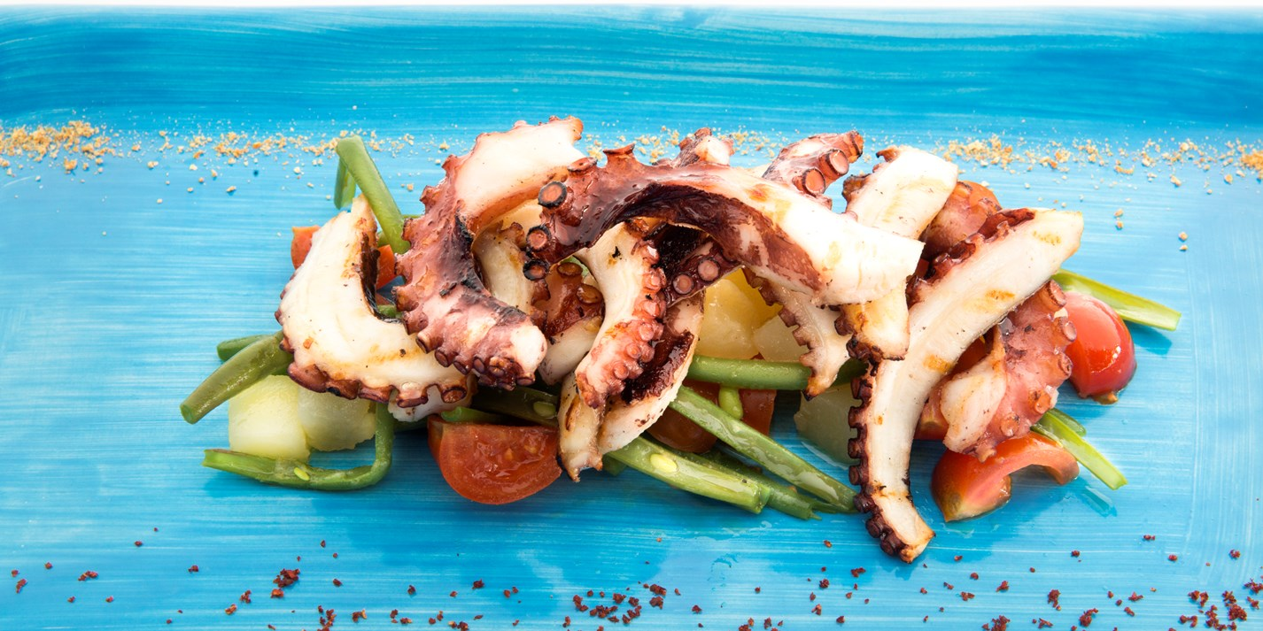 Grilled octopus with green beans and potatoes, flavoured with wild fennel