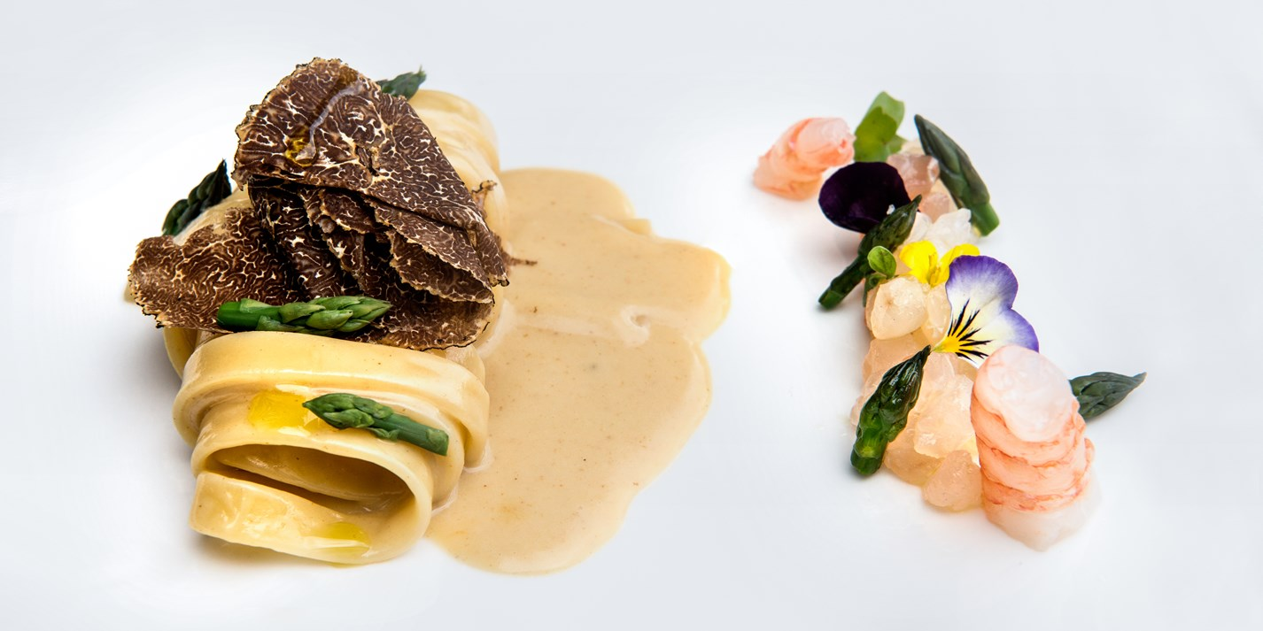 Fettuccine with sea bream tartare and black truffle