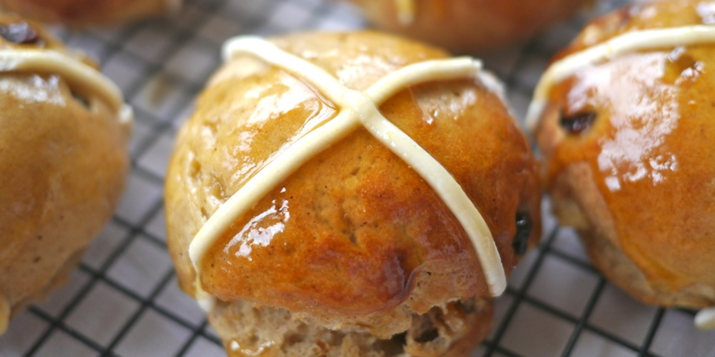 6 tasty ways to celebrate the hot cross bun