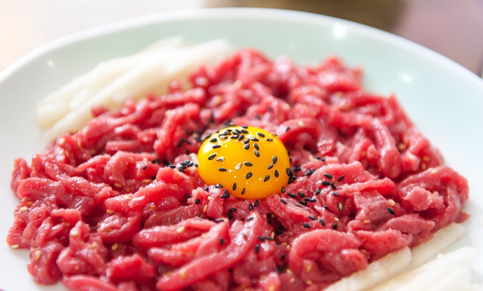 7 Amazing Raw Beef Dishes From Around The World - Great ...