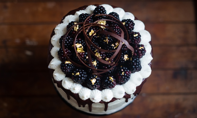 Blackberry marshmallow cake
