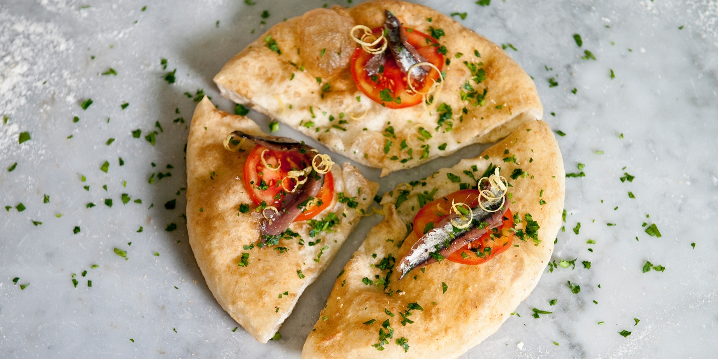 'Coast sensations' - fried pizza with anchovies