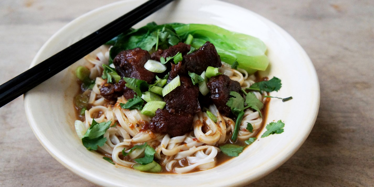 Red cooked beef noodles