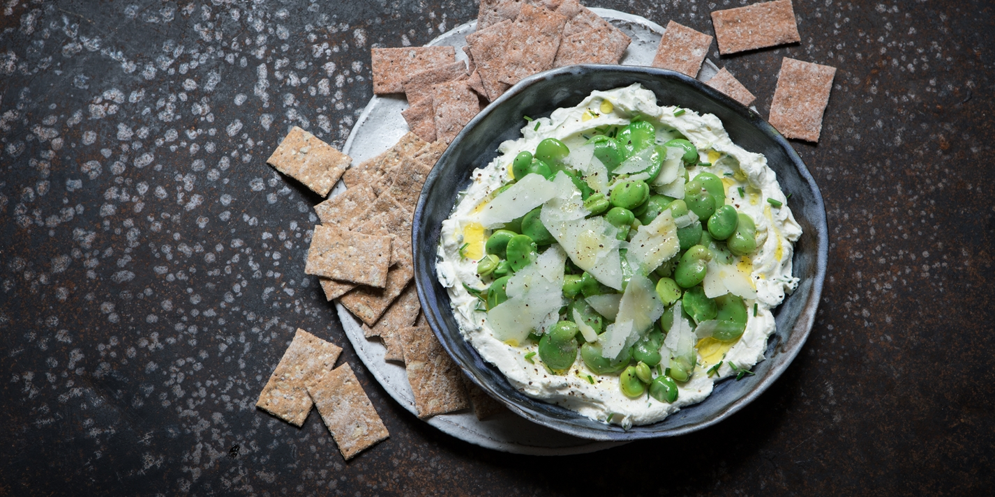 Broad bean and cream cheese dip
