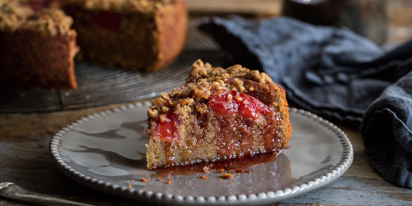 Quince and chestnut crumble cake