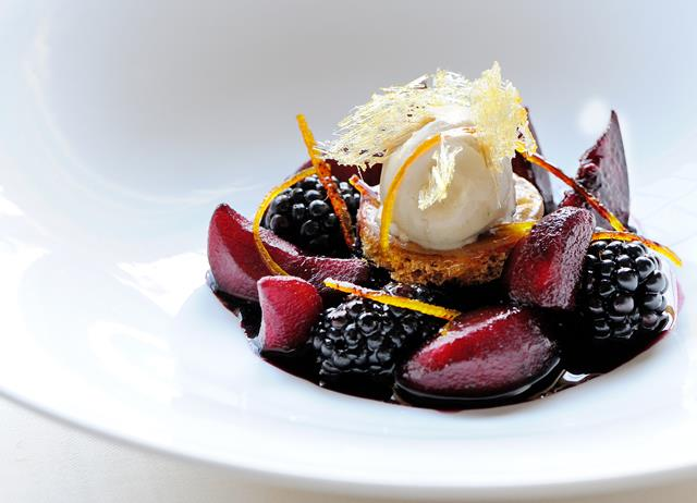 Mulled winter fruits with cinnamon ice cream