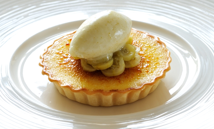 Gooseberry custard tart with gooseberry and ginger sorbet