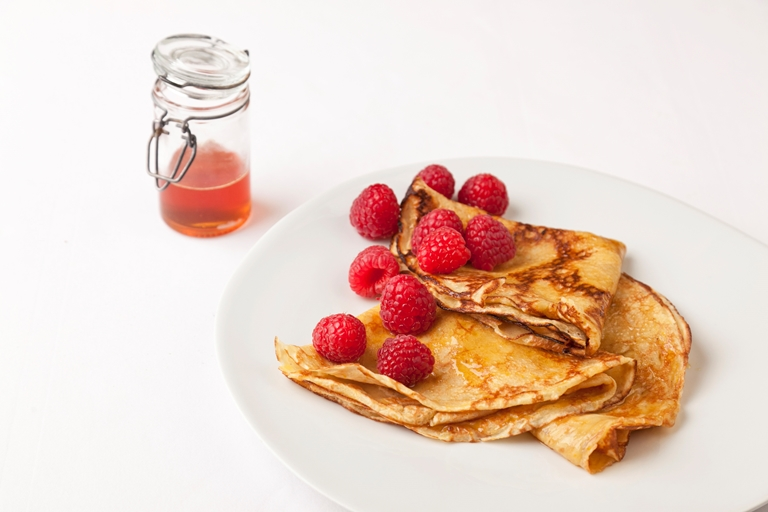 Lemon and raspberry crêpes