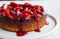Flourless lemon cake with strawberries