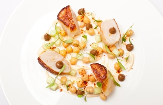 Tandoori scallops with chickpeas and yoghurt