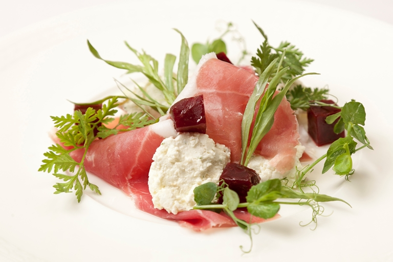 Salad of goat's cheese, Parma ham and beetroot