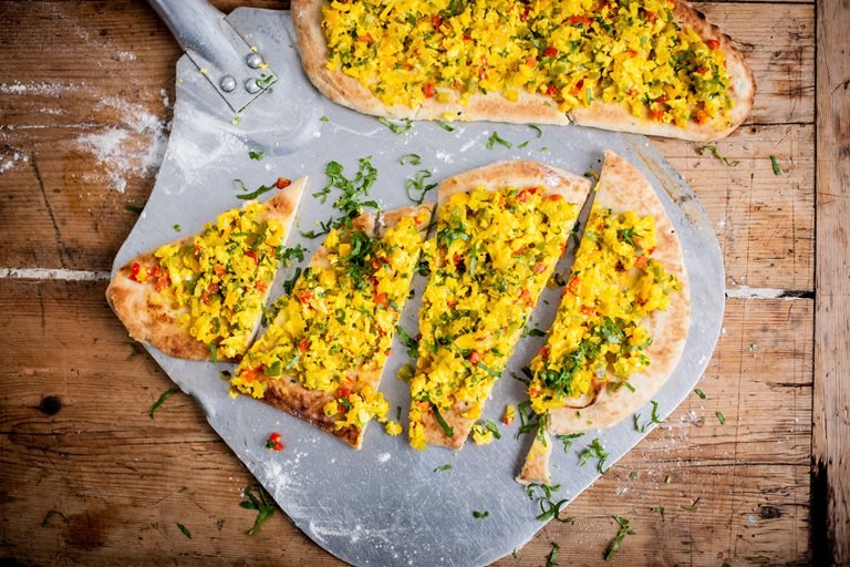 Paneer and pepper naanza (Indian pizza)