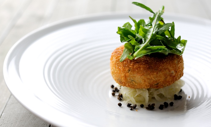Salmon fish cakes with rocket, capers and lime dressing