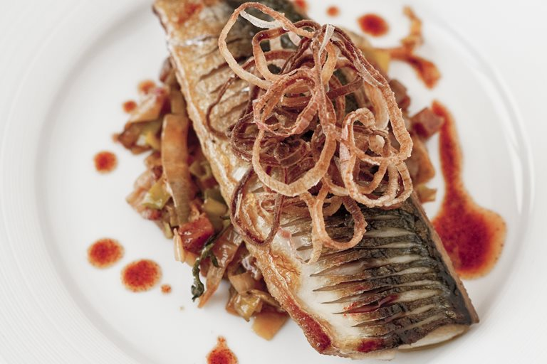 Pan-fried mackerel, chorizo-braised leeks and shallot crisps