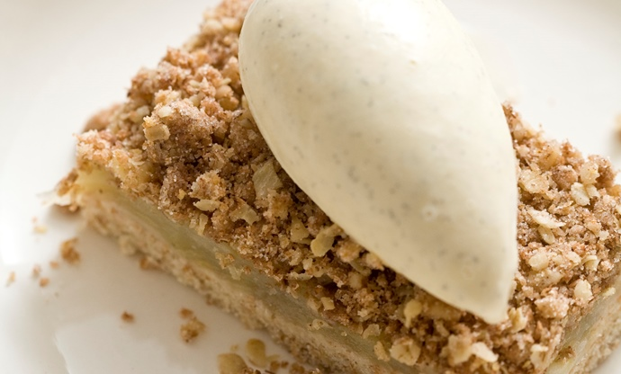Spiced apple crumble slice