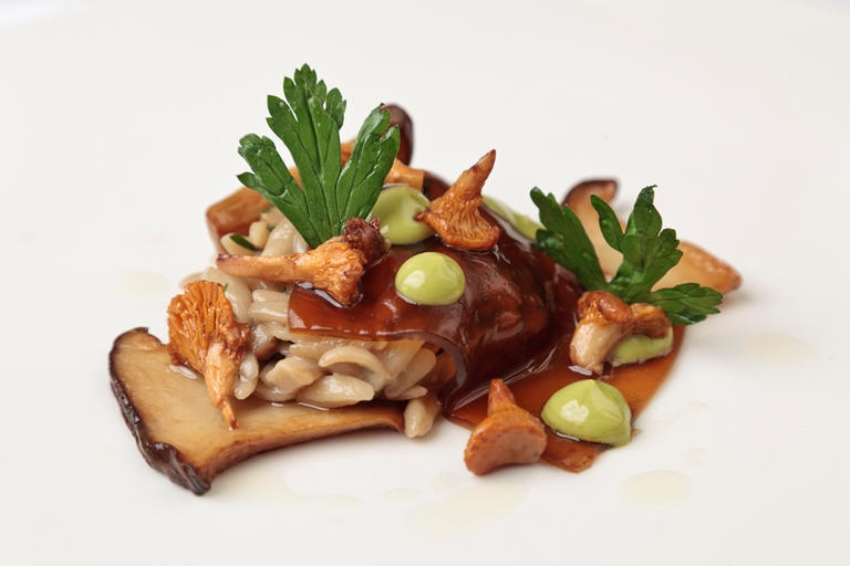 Mushroom orzo with soy sauce jelly, king oyster mushrooms and parsley