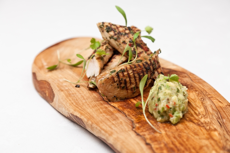 Oriental-style chicken with guacamole