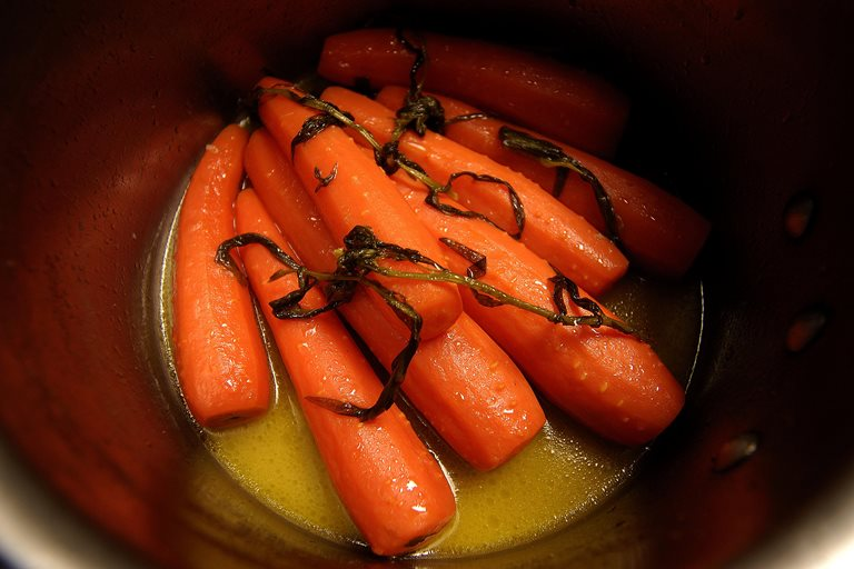 Carrots with tarragon and garlic