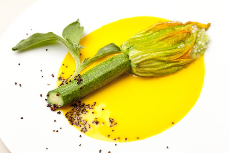 Provençal courgette flower stuffed with aromatic tapioca