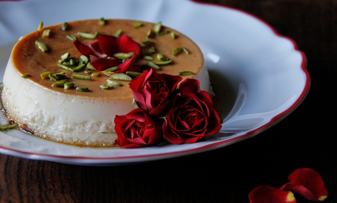 Decorate with rose petals and pistachios