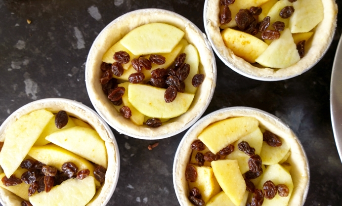Put the apple, quince and sultanas into each pudding basin