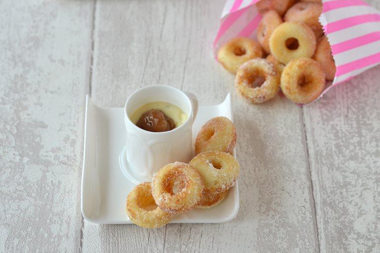Mini baked doughnuts with rhubarb and custard dip