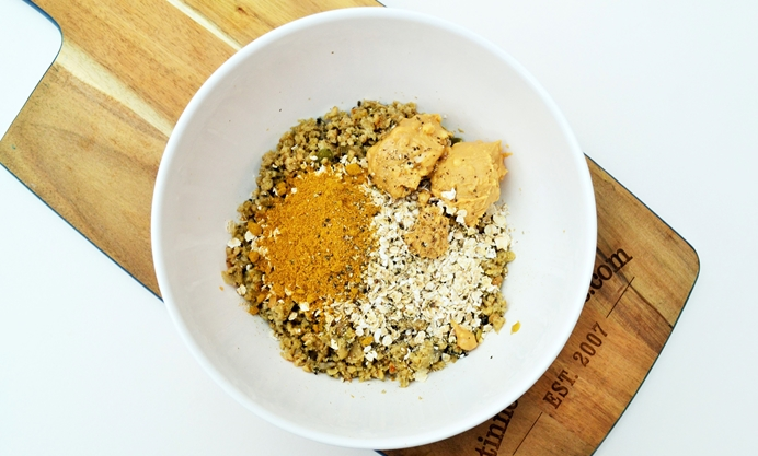 Mix together the haggis, oats, peanut butter and spices